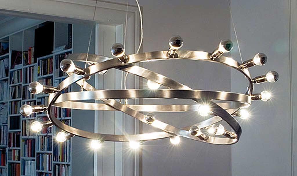 Dione 800 move suspension en acier brossé. Licht Im Raum.