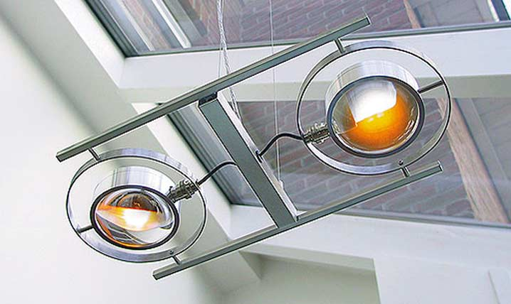 Ocular 2 Série 100 suspension en acier brossé. Licht Im Raum.