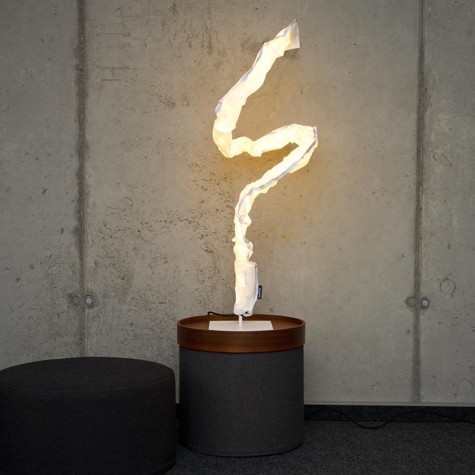 Lampe Joshua Table noire. LichtRaum Funktion.