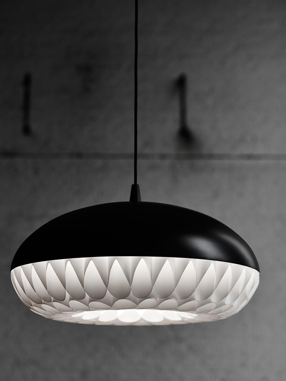 grande suspension aeon rocket noire par light years suspension design m tal noir r f 15110003. Black Bedroom Furniture Sets. Home Design Ideas