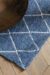Tapis losanges gris sur fond bleu indigo 140x200cm. Ligne Pure.