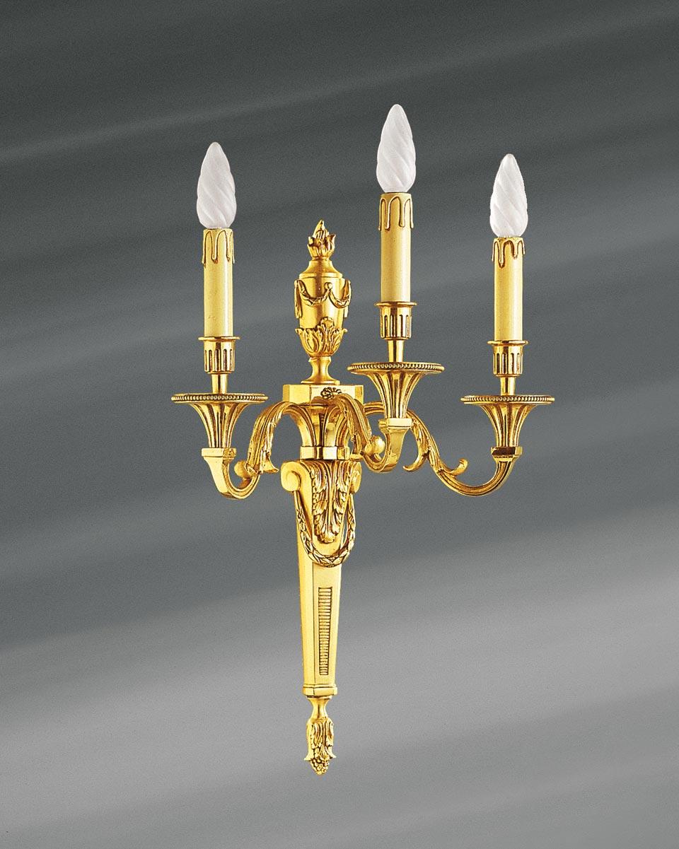 Applique Louis XVI en bronze doré, trois lumières. Lucien Gau.