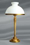 Grande lampe de style Louis XVI avec abat-jour en verre poli et bombé. Lucien Gau.