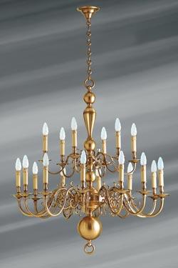 Lustre en laiton style hollandais dix-huit lumières . Lucien Gau.