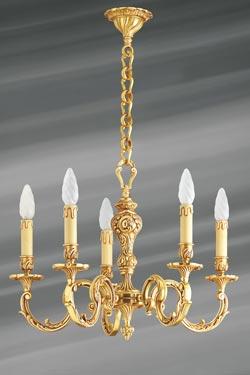 Lustre Louis XV bronze vieil or feuilles et perles cinq lumières . Lucien Gau.