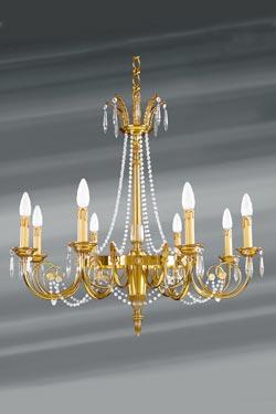 Lustre Louis XVI doré cristal de bohème en perles huit lumières. Lucien Gau.