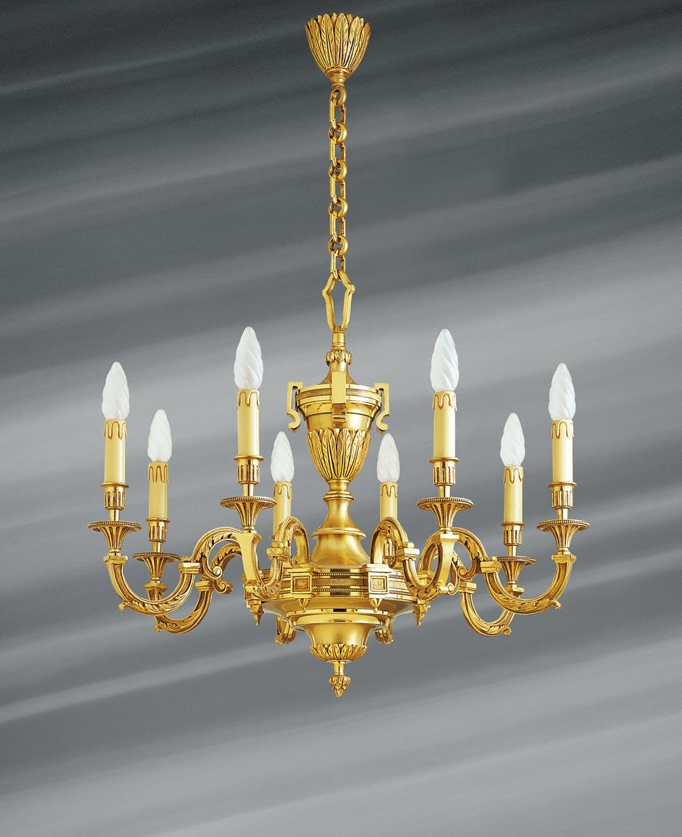Lustre Louis XVI en bronze doré, huit lumières. Lucien Gau.