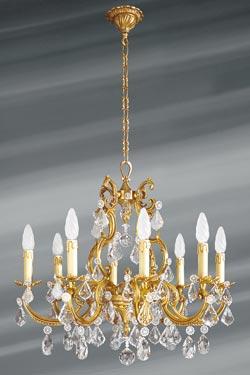 Lustre à pampilles cristal de bohème bronze patiné vieil or 8 lumières. Lucien Gau.