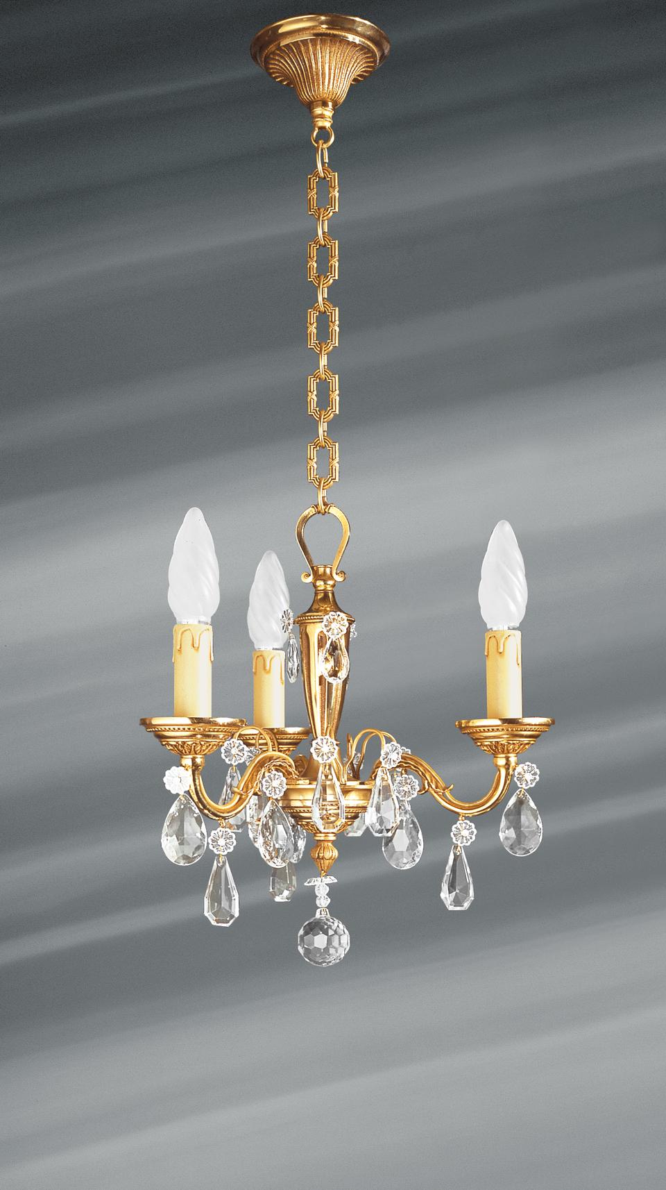 Petit lustre trois lumières de style Louis XVI en bronze massif doré et pampilles. Lucien Gau.