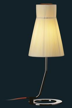 Lampe Audrey métal vernis noir et abat-jour soie plissée ivoire. Luminara.