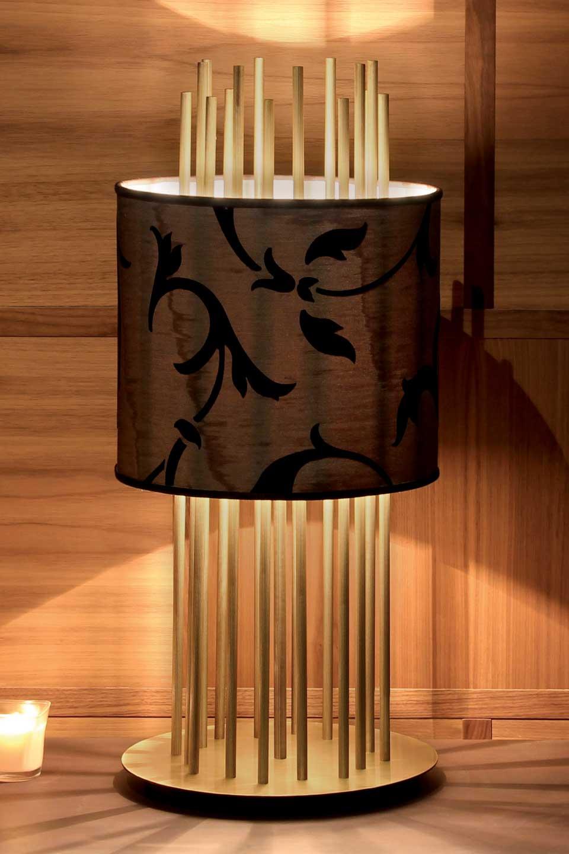 Lampe Soho S en soie, bronze et palissandre. Luminara.