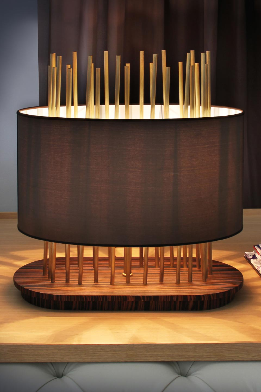 Lampe Soho Oval en soie, bronze et palissandre. Luminara.
