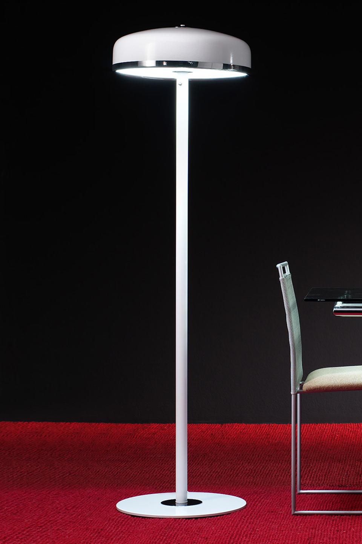 Cooper F lampadaire en aluminium laqué blanc . Luz Difusion.