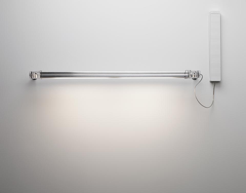 Applique longue en polycarbonate transparente Neon de Luz 64cm. Marset.