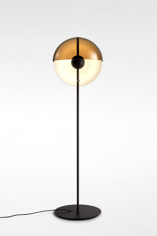 abat jour metal noir Lampadaire, éclairage LED et abat-jour demi-coque Theia en métal noir avec