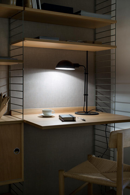 Lampe de bureau design noire en métal Funiculi. Marset.