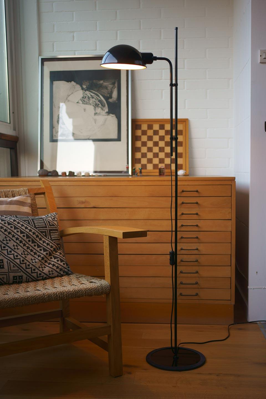 liseuse design en m tal funiculi noire r f 17020312. Black Bedroom Furniture Sets. Home Design Ideas