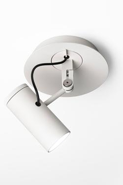 Spot blanc en métal laqué et éclairage LED, minimaliste Polo. Marset.