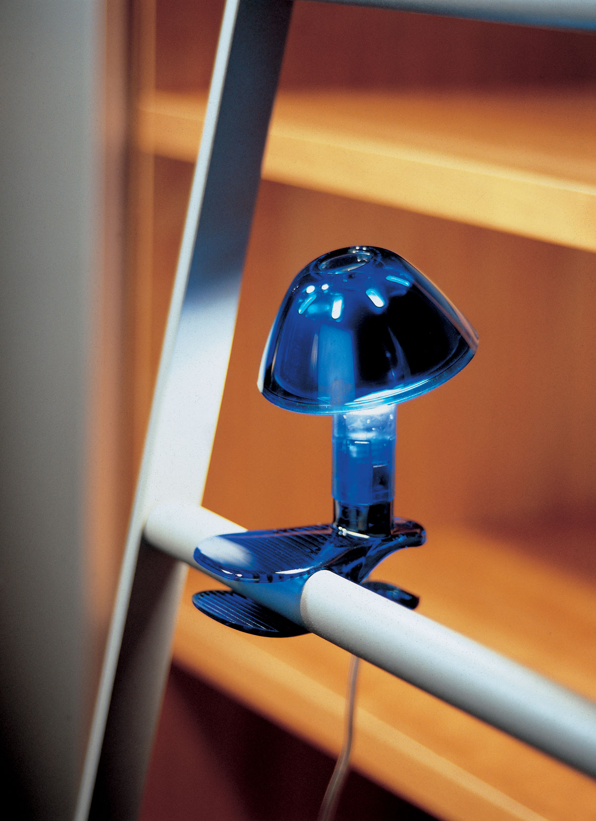 Topolina Lampe à pince bleue. Marset.