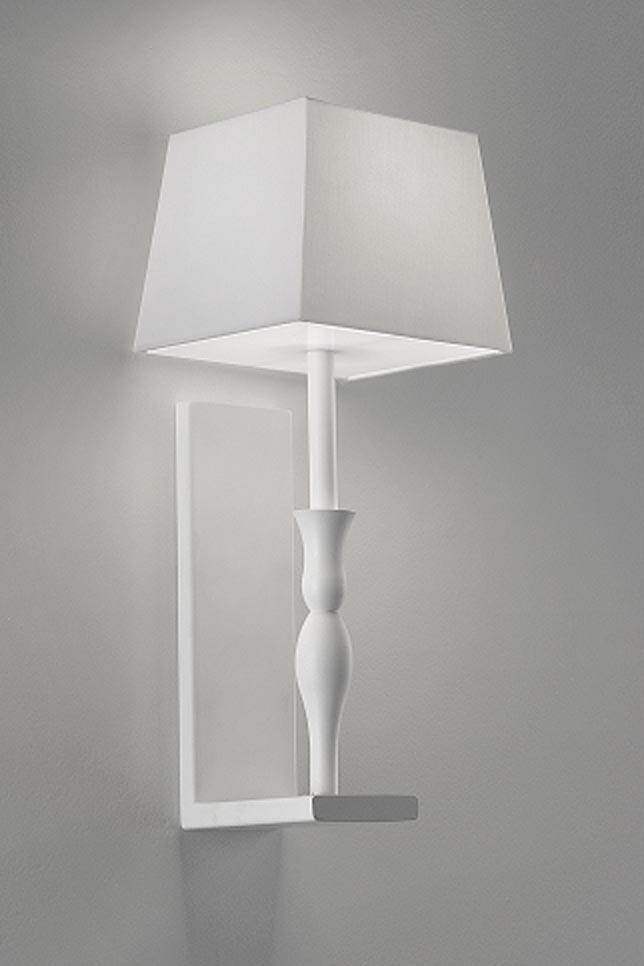 Applique blanche Slim en lampe sur support en équerre. Masiero.