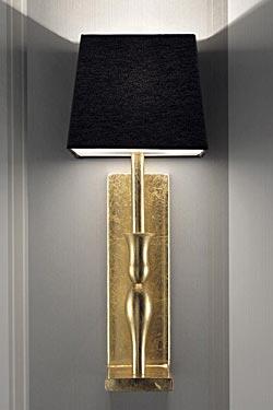 Applique décorée à la feuille d'or et abat-jour carré noir Slim . Masiero.