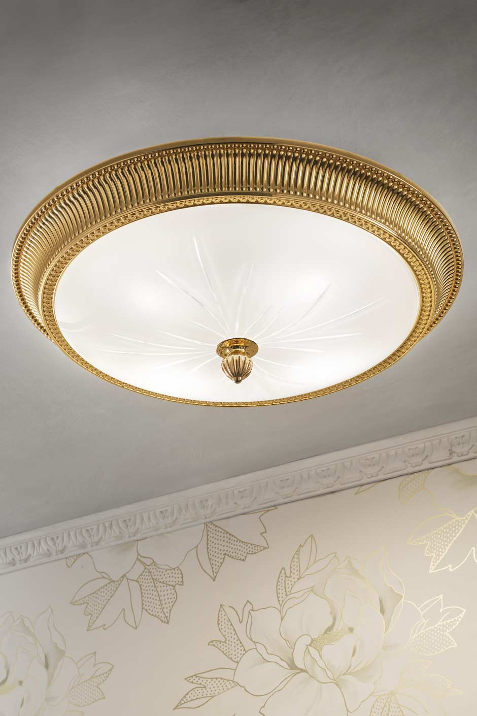 Large round gold-plated bronze ceiling light. Masiero.