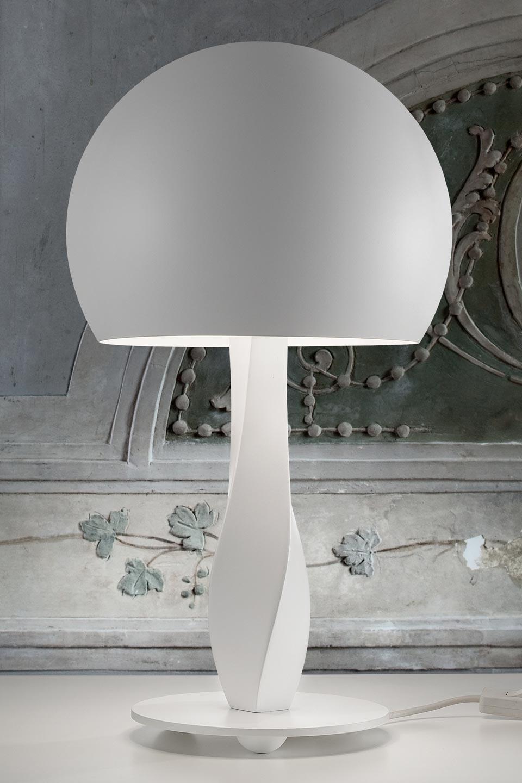 Lampe blanche en torsade et coupole Botero. Masiero.
