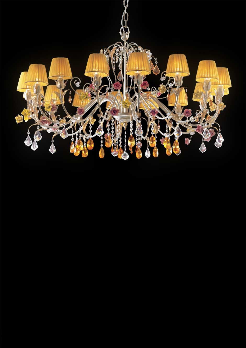 Lustre 16 lumières cuir or et cuivre abat-jour jaune doré pampilles cristal. Masiero.