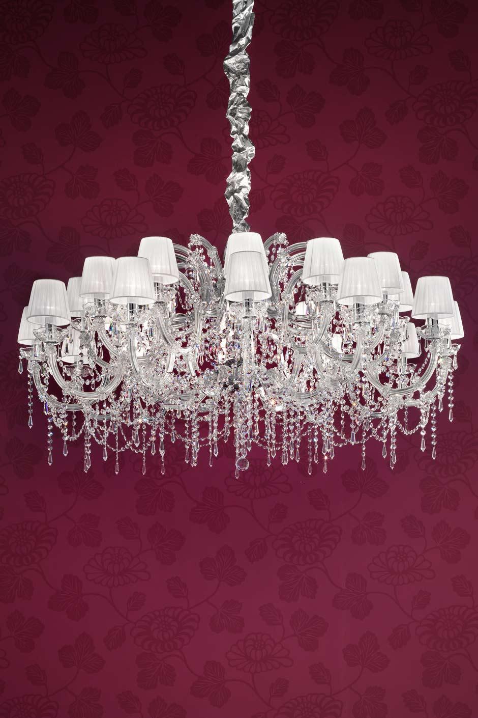 lustre cristal design blanc transparent et m tal chrom masiero sp cialiste du lustre en. Black Bedroom Furniture Sets. Home Design Ideas