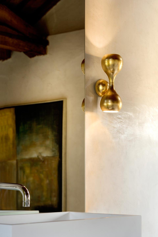 Petite applique Blob en métal doré à la feuille. Masiero.