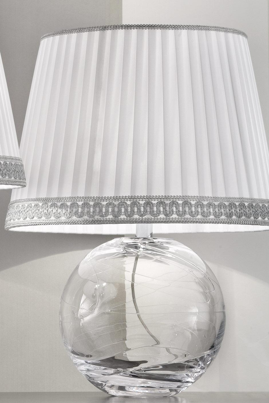 petite lampe ronde en verre murano transparent abat jour taffetas de soie blanche pliss e. Black Bedroom Furniture Sets. Home Design Ideas