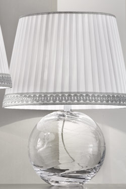 Small Round Table Lamp In Clear Murano Glass With White