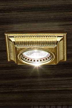 Spot encastré doré façade carrée motif strié. Masiero.