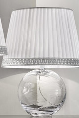 Small round table lamp in clear Murano glass with white silk taffeta shade. Masiero.