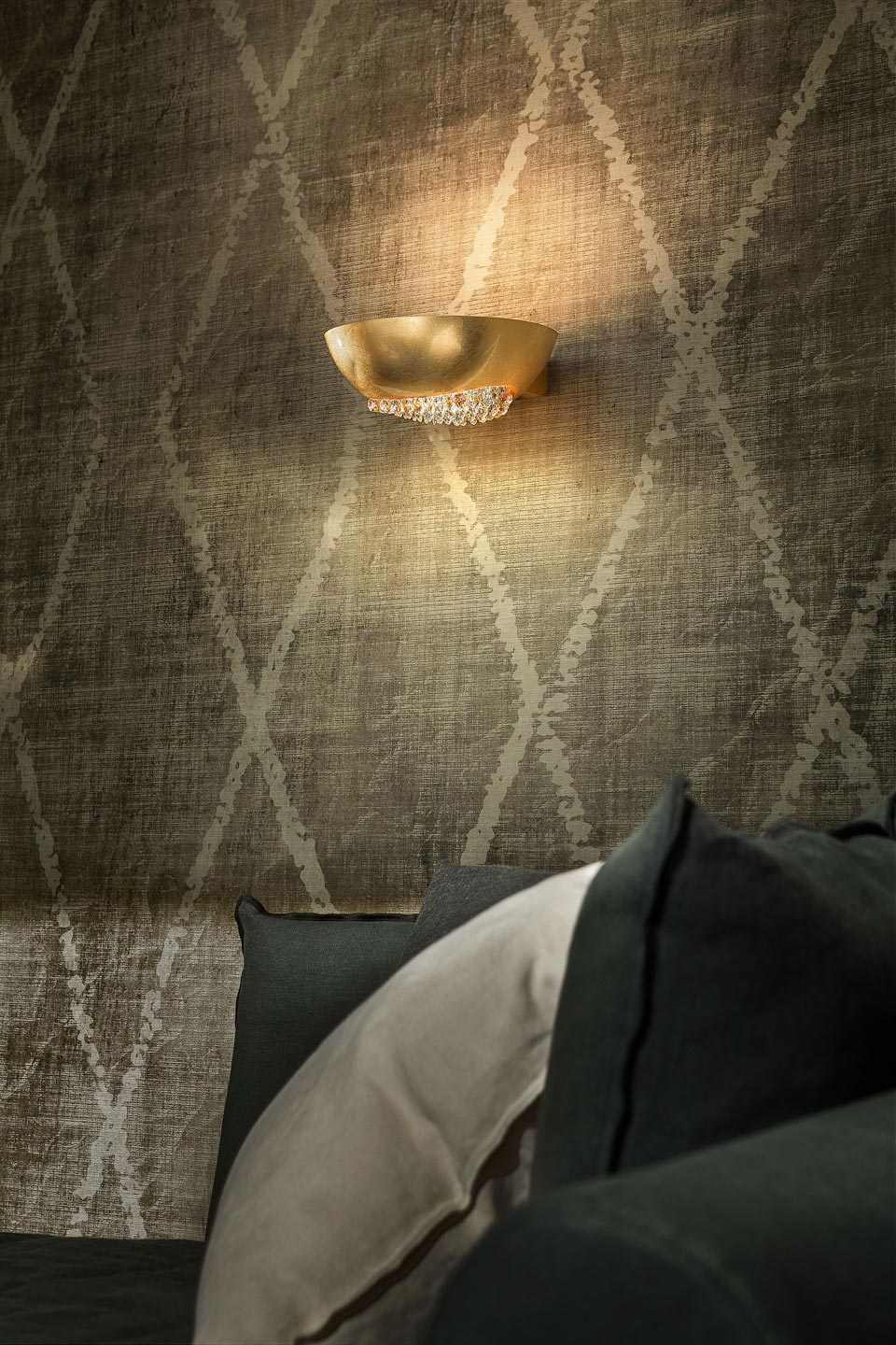 Blink wall lamp in aluminumcovered by gold leaf. Masiero.
