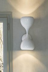 Blob wall lamp in glossy white lacquered metal. Masiero.