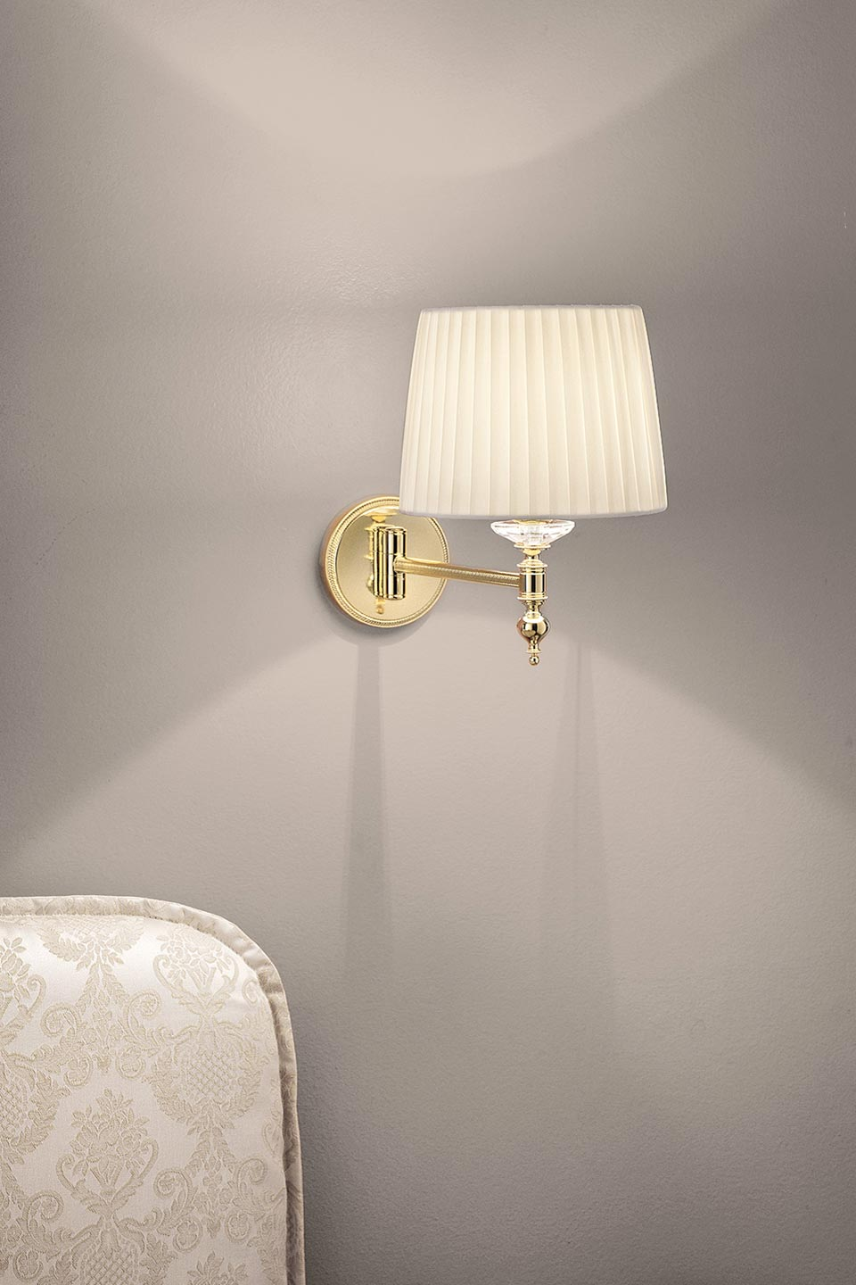 Classic ivory and gold wall lamp on adjustable arm. Masiero.