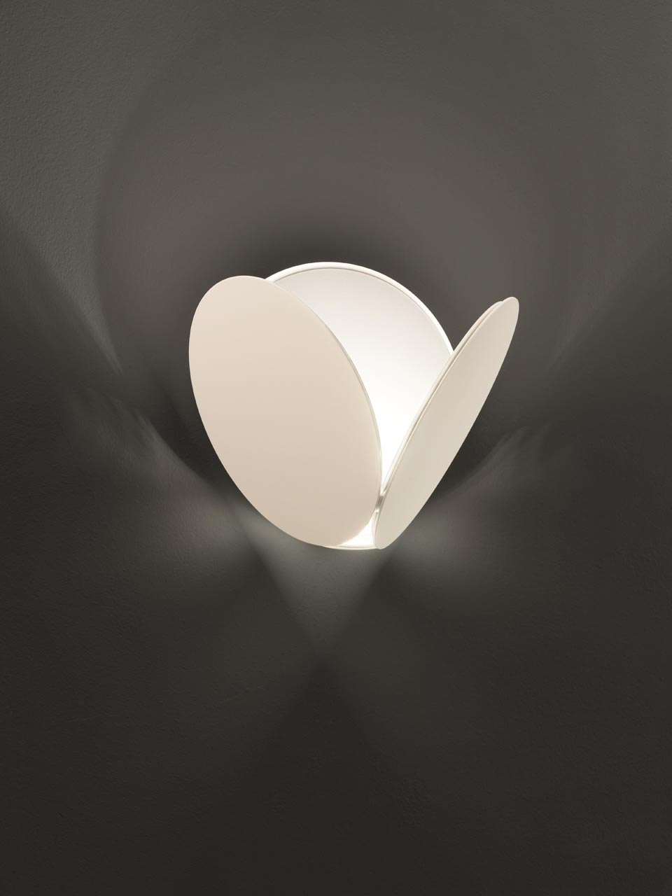 Contemporary white wall lamp and LED lighting Timeo . Masiero.