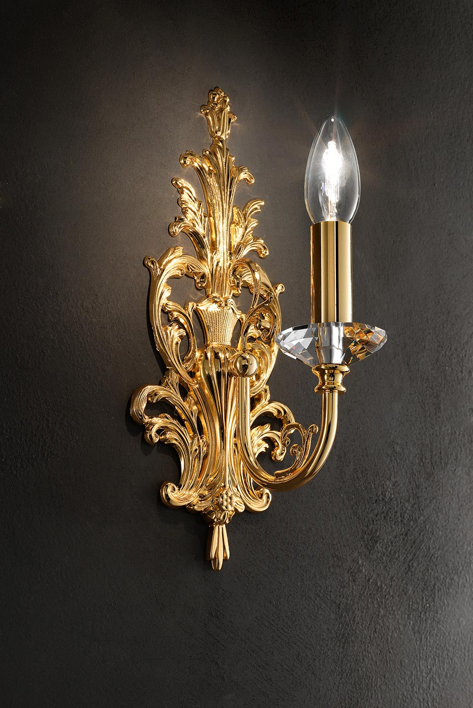 Golden wall light. Masiero.