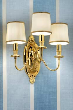 Triple wall light in gold-plated bronze with beige silk shades. Masiero.