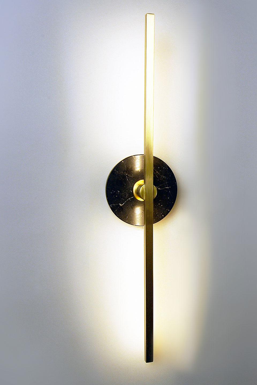 Applique dorée et marbre noir Essential. Matlight.