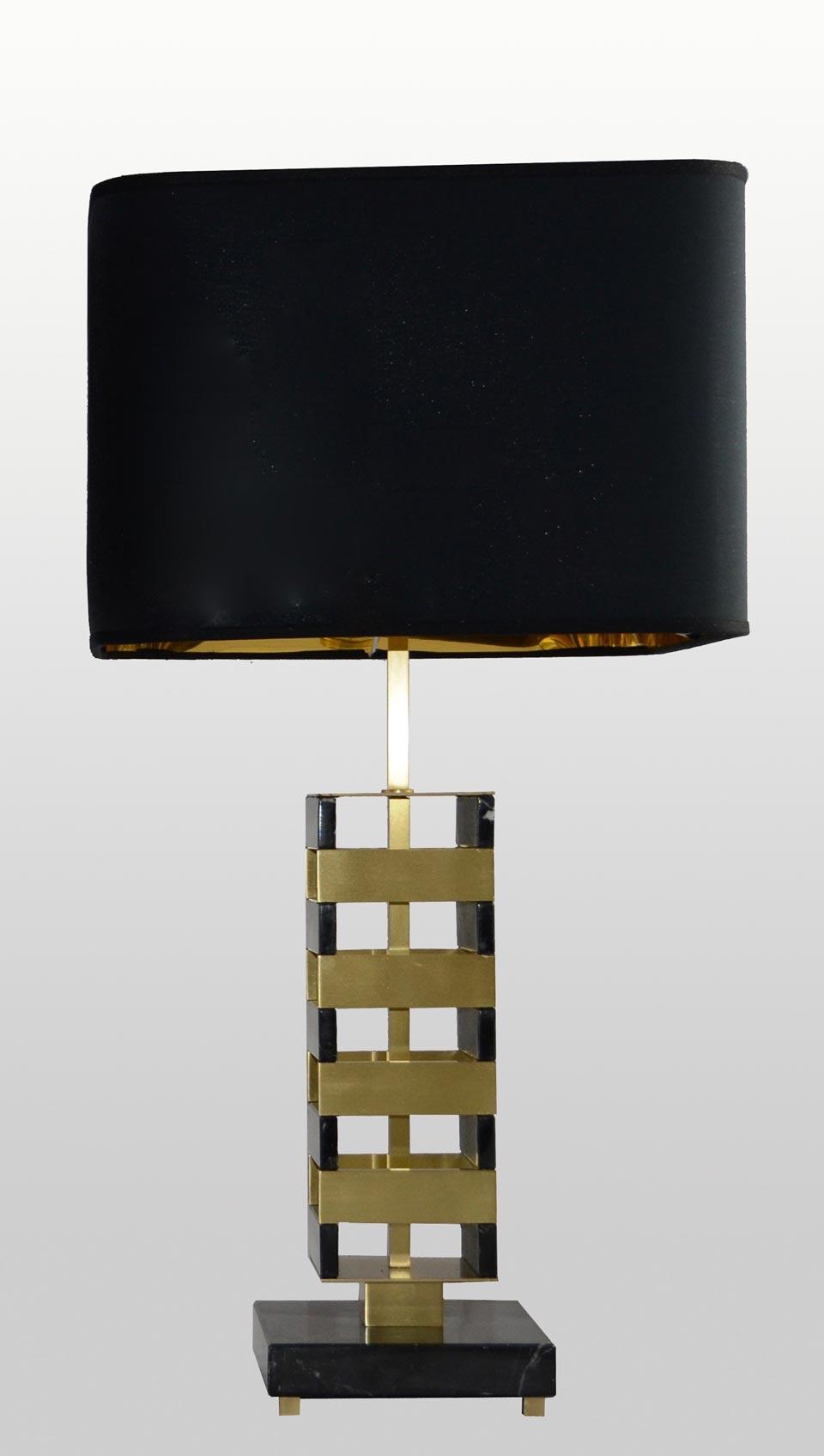 Lampe de table en marbre noir et laiton brossé Jenga. Matlight.