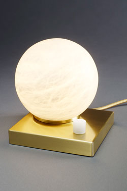 Moons lampe de table boule en marbre de Carrare. Matlight.