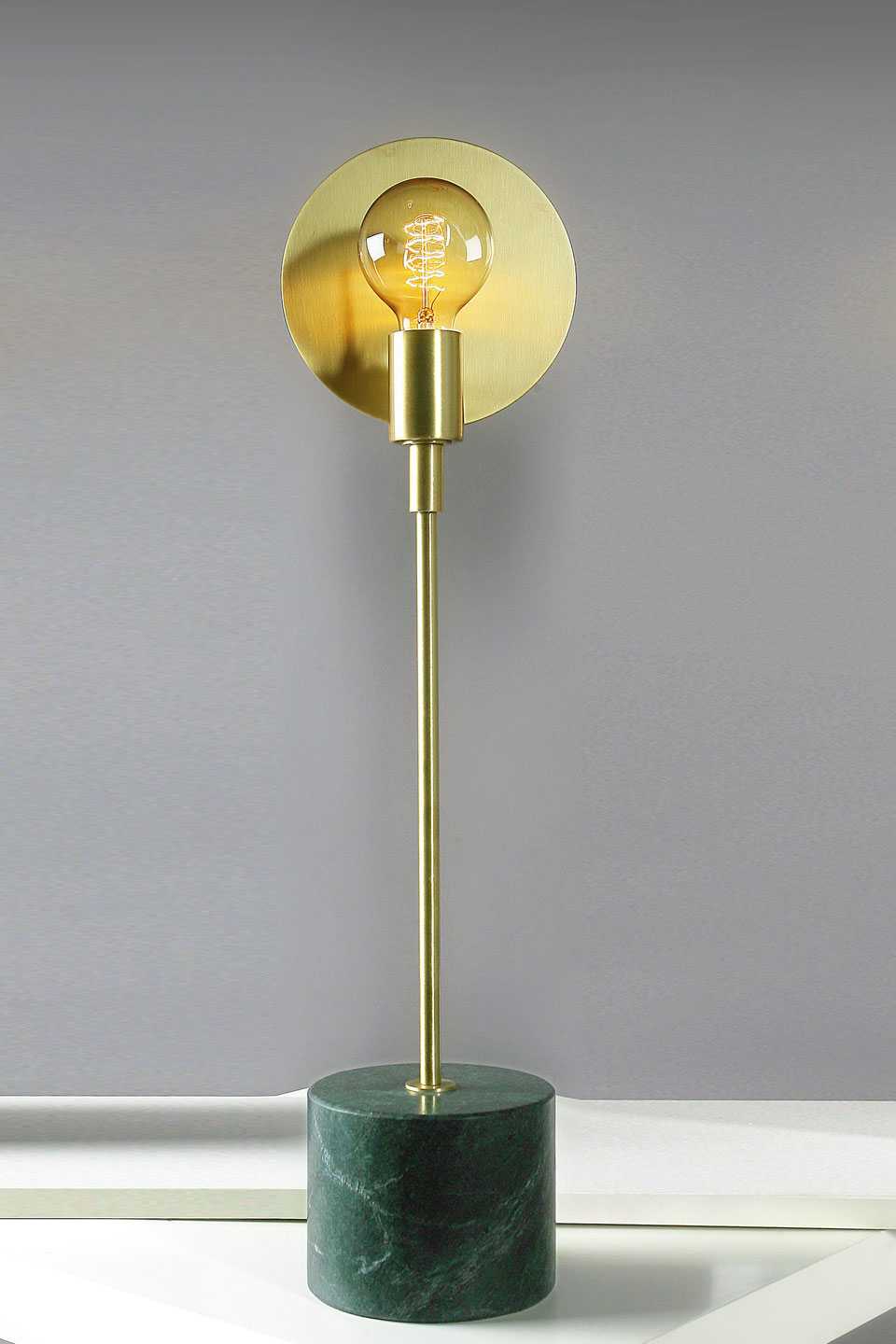 Essential satin brass and green marble Guatemala table lamp . Matlight.