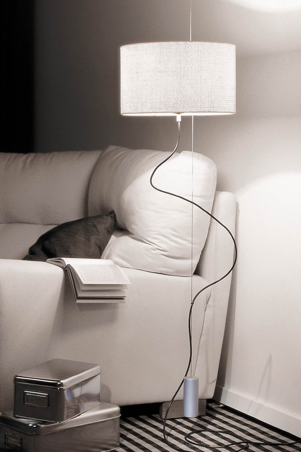 lampe suspendue avec prise murale table de lit a roulettes. Black Bedroom Furniture Sets. Home Design Ideas