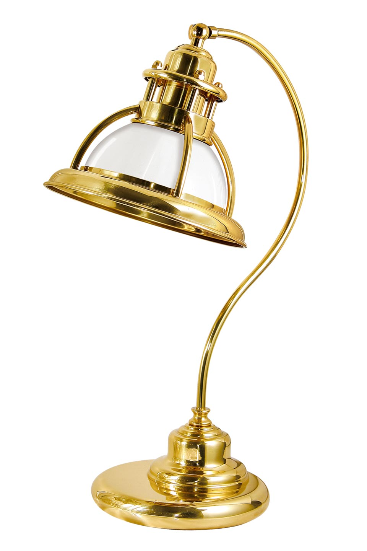 Lampe de marine en laiton verni et verre opale blanc. Moretti Luce.