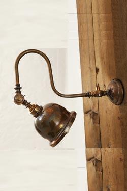 Apia applique d'atelier en laiton antique . Mullan.
