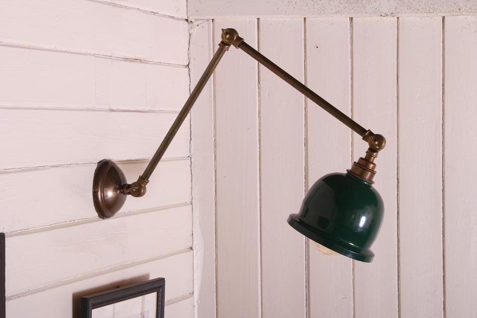 Applique en bronze antique Nico. Mullan.