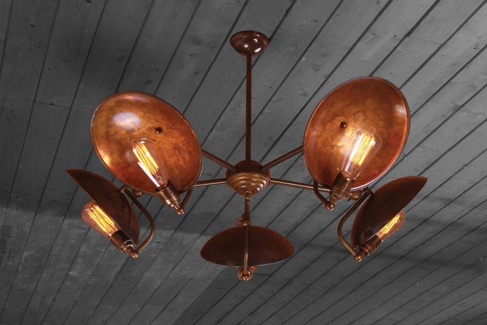 Lustre 5 lumières en laiton antique et bras articulés Cullen A. Mullan.