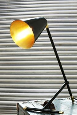 Santa Clara lampe de bureau en métal laqué noir. Mullan.